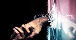صور حب يد في يد