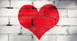 قلب علي حائط