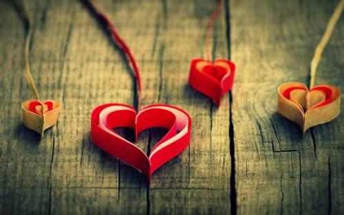 صور قلوب من ورق