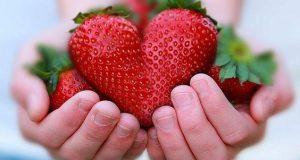 قلب من الفراولة